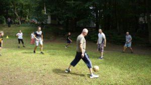 Fußballturnier - Groß gegen Klein